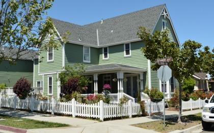 Corner house with corner porch